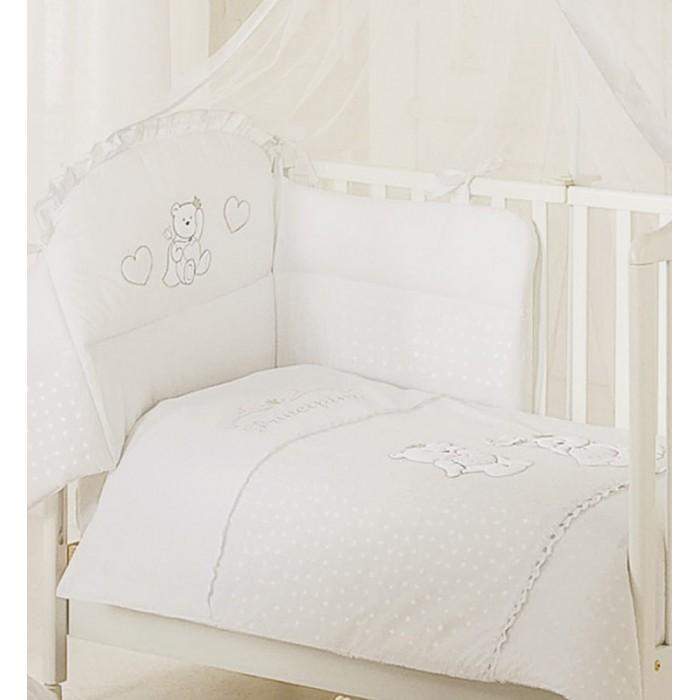 Комплект в кроватку Italbaby Principini (5 предметов)Principini (5 предметов)Комплект в кроватку Principini от Italbaby: постельный сет из натуральных тканей с изысканным итальянским дизайном, наполнит уютом комнату Вашего малыша и подарит ему теплые и приятные сны.  Особенности: - забавные аппликации с мишками - бельё сертифицировано, гипоаллергенно и полностью безопасно - можно стирать в стиральной машине (щадящий режим)  Материалы: - 100% хлопок  В комплекте: - бампер, предохраняющий от ушибов о стенку кроватки, а также для защиты от сквозняков (трехсторонний) - одеяло стеганое - простынь - наволочка - пододеяльник  Размеры: - одеяло (шхд) 100х130 см - простыня на матрас (шхд) 65х125 см - наволочка на подушку (шхд) 40х60 см<br>