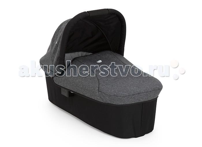 Люлька Joie для новорожденного к коляскам Litetrax 3, Litetrax 4, Litetrax 4 Air Ramble Carry Cotдля новорожденного к коляскам Litetrax 3, Litetrax 4, Litetrax 4 Air Ramble Carry CotЛюлька Joie для новорожденного к коляскам Litetrax 3, Litetrax 4, Litetrax 4 Air Ramble Carry Cot для малышей от рождения до 6 месяцев (весом до 9 кг)  В холодную погоду защитит малыша от ветра и мороза, а в дождливую станет колыбелькой, домиком и зонтиком сразу! Ткань люльки дышащая, однако не пропускает сырость внутрь, гипоаллергенная и приятная на ощупь. Люлька для новорожденного к  коляскам Litetrax 3, Litetrax 4, Litetrax 4 Air при помощи дополнительного адаптера (приобретается отдельно).  Откидной капюшон обеспечивает удобный доступ к ребенку. Мягкая и дышащая ткань и матрасик обеспечат удобство малышу.     Вес Люльки: 3,79 кг.<br>