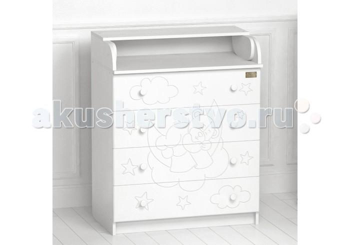 Комод Kitelli (Kito) Orsetto пеленальный (4 ящика)Orsetto пеленальный (4 ящика)Комод Kitelli (Kito) Orsetto пеленальный (4 ящика), выполненный в элегантном стиле и разработан итальянскими дизайнерами. Модель изготовлена из высококачественных материалов, отличается прочностью, устойчивостью и многофункциональностью. Компактный и эргономичный дизайн пеленального комода разработан с учетом потребностей мамы и ее малыша.   Товар сертифицирован и изготовлен на современном оборудовании по итальянской технологии. Выполнен из качественных гипоаллергенных материалов ЛДСП, рисунок из МДФ и покрыт нетоксичными, безопасными для ребенка лаками и красками. Каждый сантиметр поверхности обрабатывается вручную, что придает всему изделию индивидуальный, неповторимый характер. Контроль качества производится непосредственно при сборке каждого элемента конструкции.  Особенности: Удобная откидная столешница, легко превращается в просторный пеленальный столик. 4 вместительных ящика на роликовых направляющих, оснащены ограничителями хода. Устойчив и безопасен даже при выдвинутых ящиках. Эргономические ручки. Соответствует всем требованиям безопасности: отсутствие заглушек, авто-доводов, выступающих углов и неровностей. Материал: ЛДСП, рисунок из МДФ. Передняя стенка комода декорирована резным рисунком. Съемная пеленальная доска. Размер комода: 77х46х97 см.<br>