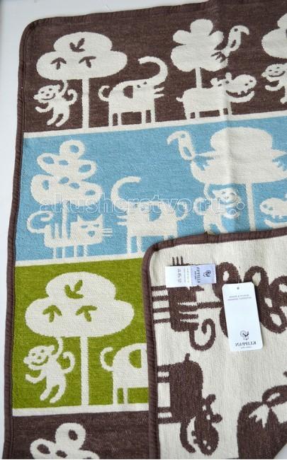Плед Klippan из органического хлопка 70х90 смиз органического хлопка 70х90 смУдивительно мягкие и шелковисто-нежные натуральные одеяла из Органического хлопка.  Бренд Klippan из Швеции широко известен в Европе высокими стандартами производства, оригинальным дизайном и использованием только лучшего натурального био-сырья.  Качество одеял Klippan заставляет поверить в то, что шведские мастера владеют секретом поддержания оптимальной температуры тела спящего малыша. А тот факт, что Klippan успешно работает на европейском рынке уже более века, говорит о неизменных традициях компании в области качества.  Каждое одеяло Klippan — это маленький шедевр, в который вложено много времени и мастерства, ведь Klippan продолжает производить свои одеяла традиционным способом с использованием ручного труда. Такой процесс, безусловно, занимает больше времени и требует мастерства, но в то же время позволяет получить товары высшего качества.   Нежность шелка и мягкость бархата + абсолютная безопасность Хлопковые одеяла Klippan производятся по специальной технологии из особых нитей, благодаря чему они получают приятный на ощупь, бархатистый ворс. Натуральная ткань из таких нитей — шенилл — уникальный двусторонний материал с мягким ворсом. Одеяла из шенилла обладают нежностью шелка и мягкостью бархата.   При производстве хлопковых одеял и пледов компания Klippan использует органический хлопок. Сертификат GOTS (всемирная организация по тестированию сырья и производства на экологическую чистоту) подтверждает органическое происхождение сырья и соблюдение всех требований к экологичности производства. Высокое качество гарантировано полным контролем за процессом производства - от сбора хлопка до упаковки готовых изделий. На фабриках Klippan не используются хлорные отбеливатели и химические красители, содержащие тяжелые металлы.   Специальный ярлык Organic Cotton на одеялах Klippan означает, что в составе товара не менее 95% органического хлопка.   Добрые образы от шведских мастеров В оригинальн