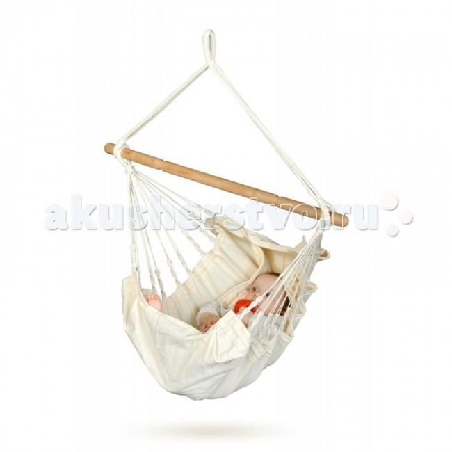 La Siesta Гамак для младенцев YayitaГамак для младенцев YayitaЭтот гамак разработан специально для младенцев.   Представляет собой безопасную колыбель, позволяющую раскачивая убаюкать даже беспокойного малыша.   Гамак безопасен – ребенка можно пристегнуть надежным фиксирующим ремнем, а большое количество канатов, ведущих к подвесу, обеспечат равномерное распределение веса.   Ткань изготовлена из органического хлопка, наполнитель одеялка также из хлопка, деревянная перекладина из индийской акации.   Несколько режимов положения и наклона позволят установить гамак максимально удобно для малыша.   Подходит для деток от рождения до 12 месяцев  Материал - био-хлопок. Безопасный для человека, безопасный для окружающей среды: био-хлопок производится с учётом экологических норм и является экологически чистой альтернативой традиционному хлопку. Неокрашенный хлопок абсолютно безвреден для кожи, кроме того он лучше всего подходит для защиты окружающей среды, так как при его производстве не требуется больших затрат энергии и воды. Для него не применяются красители.   Максимальная нагрузка 20 кг. Общая длина 115 см. Ширина ткани 60 см. Общая высота 115 см. Длина планки 78 см.  Стирка при температуре 30 гр.<br>