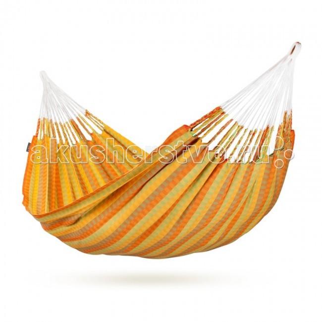 La Siesta Гамак двухместный CarolinaГамак двухместный CarolinaДвухместный гамак Carolina изготовлен вручную, создает очень интересную структуру поверхности с великолепными цветовыми эффектами.. Безупречное плетение и необычайно богатая цветовая гамма не оставят равнодушными даже покупателей с очень взыскательным вкусом.  Характерной особенностью гамаков, произведенных в Колумбии, является конструкция подвеса в виде разомкнутой петли, что позволяет крепить гамак как традиционным способом – к деревьям или опорам, так и к специальному деревянному каркасу. Надежные подвесные канаты обеспечат равномерное распределение веса, а благодаря удвоенным нитям по основе ткани, этот гамак особо прочен и позволит вам наслаждаться безмятежным отдыхом в нем долгие годы.   Отдых в гамаке подарит вам особенное ощущение свободы и невесомости, позволит расслабиться мышцам спины и шеи, ощутить душевный комфорт и уют от ощущения кокона, которое дарит любой гамак, вне зависимости от конструкции.  Необходимое минимальное расстояние 310 см. Максимальная нагрузка 160 кг. Ширина ткани 160 см. Общая длина 350 см. Длина пространства для лежания 230 см. Количество канатов 54.  Стирка при температуре 30 гр.<br>