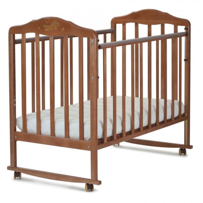 Детская кроватка Малика ЗебраЗебраДетская кроватка Малика Зебра не имеет ничего лишнего, но при этом, оснащена всем необходимым для Вас и вашего малыша.  Особенности: универсальное качание (качалка дуги входят в комплект/колёса/ножки) опускающаяся боковина ПВХ накладки грызунки универсальная система качания имеет несколько положений: качалка: дугообразное основание соединяющее ножки кроватки позволяет комфортно и безопасно укачивать малыша колёса: монтируются на качалку и позволяют удобно передвигать кроватку по дому, не прилагая особых физических усилий  Материал: массив берёзы Размеры: кроватка: 125x100x68 см ложе: 120х60 см<br>