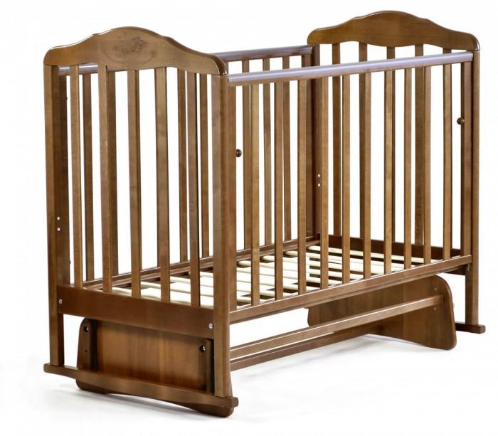 Детская кроватка Малика Зебра с маятникомЗебра с маятникомМногофункциональная детская кроватка Малика Зебра с маятником поперечного качания не имеющая ничего лишнего, но вместе с тем, оснащённая всем необходимым для Вас и вашего малыша. Кроватка замечательно впишется в любой интерьер благодаря округлым формам и разнообразию цветовых решений.  Особенности: маятниковый механизм поперечного качания двухуровневое ложе опускающаяся боковина ПВХ накладки грызунки  Материал: массив берёзы, ЛДСП Размеры: кроватка (ШхДхВ): 125х108х72 см ложе:120х60 см<br>