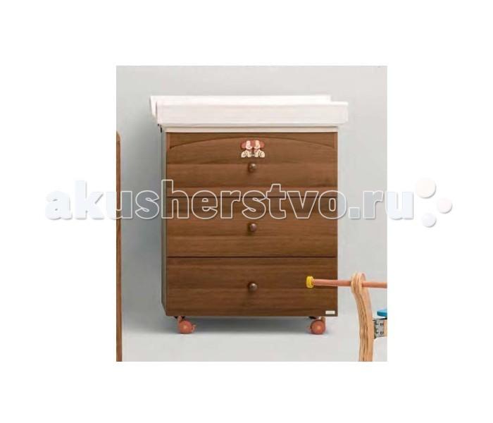 Комод MIBB Dado пеленальный (3 ящика)Dado пеленальный (3 ящика)Комод MIBB Dado пеленальный (3 ящика)  Для безопасного купания и гигиенических процедур отлично подходит пеленальный комод со встроенной анатомической ванночкой.  Пеленальный комод Mibb - это удобный и функциональный комод, который позволяет держать все необходимое под рукой. Ванночка скрыта под верхней крышкой комода, на которой удобно расположена пеленальная поверхность.   В Mibb Dado есть 3 вместительных выдвижных ящика. Они помогают использовать внутренне пространство комода с максимальной эффективностью.  Выдвижные ящики бесшумно скользят по металлическим направляющим и легко открываются. Пеленального комода снабжен 4-мя вращающимися колесиками, два из которых имеют стопор. Фиксирующий механизм делает Mibb Dado неподвижным, а колеса позволят изменить местоположение комода.   Комод цвета натурального дерева отлично гармонирует с остальными предметами интерьера детской комнаты.  Характеристики: - 3 объемных выдвижных ящика (для хранения) - поверхность для пеленания и ухода за ребенком - анатомическая ванночка для купания ребенка (28 л) - 4 колеса (2 колеса с фиксатором) - эргономичные ручки - мягкий матрасик для пеленания  Материалы: - экологически чистый массив бука - ящики из МДФ - краски, лаки, клей (нетоксичные, безвредные) устойчивые к воздействию влаги.  Внешние габариты (Ширина х Высота х Глубина): 75 x 90 х 46 см.<br>