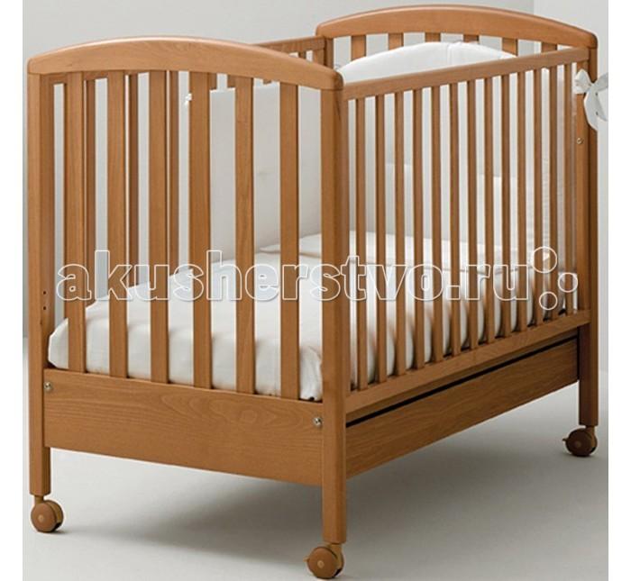 Детская кроватка MIBB Super PopSuper PopДетская кроватка MIBB Super Pop   С 1968 года итальянская компания Mibb стремится воплотить в жизнь ваши мечты об идеальном интерьере детской комнаты. Их мебель отличается изящным внешним видом и высоким качеством сборки.  Детская кроватка Mibb Super Pop выполнена из массива бука. Благодаря применению этого экологически чистого и прочного материала изделие сохранит первозданный вид и прослужит не одно десятилетие.  Идеально отполированные поверхности всех деталей кроватки обработаны нетоксичными лаками и красками. Высококачественное покрытие, обладающее защитными и декоративными свойствами, устойчиво к внешним воздействиям.  Лакокрасочные материалы не вызывают аллергических реакций и безопасны для здоровья вашего ребенка. Глянцевое покрытие защищает малыша от заноз.  У Mibb Super Pop нет острых углов, что значительно повышает безопасность эксплуатации кровати. Кроха не узнает, что такое ушибы и ссадины.  Детская кроватка оснащена четырьмя прорезиненными колесами, два из которых имеют фиксатор. Вращающиеся колеса помогают перемещать кроватку по комнате, а фиксирующий механизм позволяет Mibb Super Pop оставаться неподвижной.  Ортопедическое ложе, которое состоит из деревянных реек, позволяет поддерживать позвоночник ребенка в анатомически правильном положении. Дно можно отрегулировать в двух положениях по высоте.  Детская кроватка оборудована опускающейся боковиной. В кроватке есть вместительный ящик с двумя отделениями для хранения белья и и игрушек.  Гармония классических форм и цвета Mibb Super Pop подарит малышу спокойствие и умиротворение.<br>
