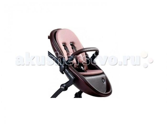 Прогулочный блок Mima Second Seat FlairSecond Seat FlairПрогулочный блок Mima Second Seat flair с ограничителем без встроенной люльки оснащен уникальной системой, благодаря которой вы получаете сиденье для прогулок.  Для безопасности ребенка предусмотрены пятиточечные ремни с мягкими плечевыми накладками.  Особенности: устанавливается на шасси коляски Mima Kobi<br>