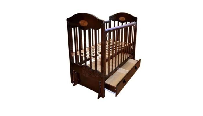 Детская кроватка Ивашка Мой малыш 11 маятник универсальныйМой малыш 11 маятник универсальныйДетская кроватка Ивашка Мой малыш 11 маятник универсальный выполнена из экологичных, гипоаллергенных материалов.   Кроватка обладает высоким качеством и комфортом, как для ребенка, так и для родителей. Благодаря современному дизайну и спокойной, мягкой расцветке она впишется в интерьер любой спальни или детской комнаты.  Кровать изготовлена из массива березы Механизм маятника продольный/поперечный Положение боковой планки регулируется опускающимся устройством Боковая стенка съемная Специальная защитная накладка на бортиках Есть фиксатор, предотвращающий раскачивание кроватки Двойной уровень поддона Ящик на роликовых направляющих с системой блокировки от выпадения Ящик сверху закрыт фанерой<br>