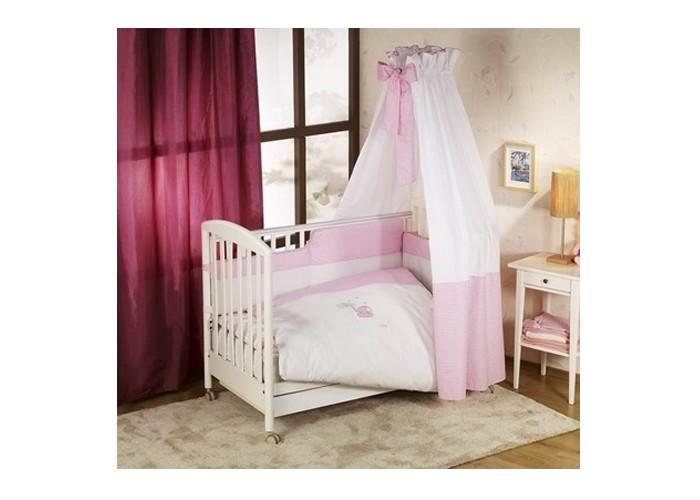 Комплект в кроватку Nino Elefante (6BB предметов)Elefante (6BB предметов)Детский комплект в кроватку Nino Elefante BB обеспечивает новорожденному спокойный сон, так необходимый для правильного развития. Особое внимание уделяется качеству и мягкости хлопчатобумажной ткани. Благодаря применению инновационной системы Easy Wash комплект характеризуется практичностью в использовании, простотой стирки и глаженья борта без риска испортить наполнитель. Использование метода Even Fill обеспечивает равномерное расположение наполнителя. Материал: 100% хлопок, наполнение - полиэстер  В комплекте 6 предметов:  пододеяльник: 135 х 100 см  наволочка: 60 х 40 см  одеяло: 135 х 100 см  подушка: 60 х 40 см  борт: 360 см (на всю кроватку)  простынь на резинке<br>