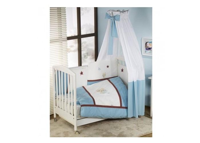 Комплект в кроватку Nino Gatito (6BB предметов)Gatito (6BB предметов)Детский комплект в кроватку Nino Gatito BB обеспечивает новорожденному спокойный сон, так необходимый для правильного развития. Особое внимание уделяется качеству и мягкости хлопчатобумажной ткани. Благодаря применению инновационной системы Easy Wash комплект характеризуется практичностью в использовании, простотой стирки и глаженья борта без риска испортить наполнитель. Использование метода Even Fill обеспечивает равномерное расположение наполнителя.  Материал: 100% хлопок, наполнение - полиэстер  Расцветки: голубой В комплекте 6 предметов:  пододеяльник: 135 х 100 см  наволочка: 60 х 40 см  одеяло: 135 х 100 см  подушка: 60 х 40 см  борт: 360 см (на всю кроватку)  простынь на резинке<br>