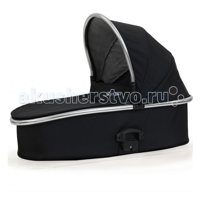 Люлька Oyster для колясокдля колясокЛюлька Oyster для колясок подходит для малышей с самого рождения и приблизительно до 6 месяцев, пока ребенок не научится сидеть.    Особенности: Данная модель может послужить в качестве временной кроватки в гостях или на отдыхе.  Поставляется в черном цвете (черный капюшон, черная накидка). Для смены дизайна необходимо приобрести Color Pack. Матрас в комплекте. Москитная сетка встроена в капор.  Подходит для всех шасси колясок Oyster (OYSTER 2/MAX/ZERO) Внутренние размеры: 72x 31 x 17 см<br>
