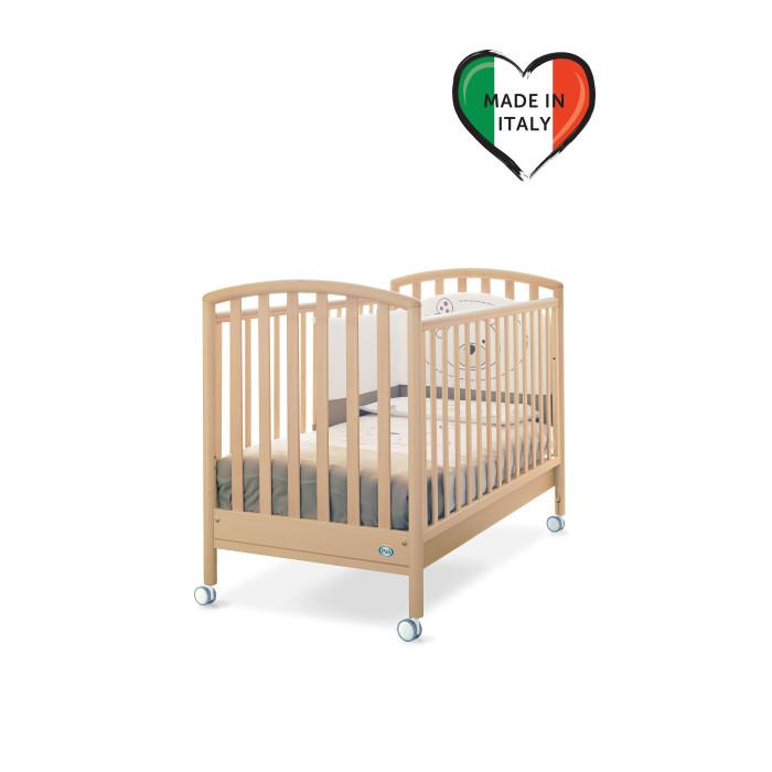 Детская кроватка Pali CiakCiakДетская кроватка Pali Ciak   Кровать Ciak сделана из выдержанного бука. Все лаки, краски и клей - натуральные и нетоксичные.  Бортики кровати опускаются на 20-25 см, один из них снимается полностью, так что кровать может использоваться как диванчик.   Pali Ciak оборудована запатентованым механизмом опускания боковин, который позволяет бесшумно одной рукой опускать и поднимать обе боковины. При этом исключена возможность ребенку самому это сделать.  На верхней части боковин установлены силиконовые накладки для зубов.  Подматрасник кровати выполнен в виде ортопедической сетки из неокрашенного бука и устанавливается в двух положениях по высоте.  Верхний уровень - на расстоянии 48 см. от поднятой боковины, нижний - 64 см.  Колеса покрыты резиновыми накладками , два колеса оборудованы блокирующим тормозом. Имеется выдвижной ящик, разделенный на две секции, выполненный из ламинированных панелей.  Кровать продается без матраса.<br>