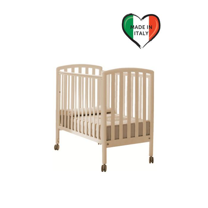 Детская кроватка Pali City CotCity CotДетская кроватка Pali City Cot за счет хорошо продуманной конструкции, обеспечит максимальный комфорт Вашему малышу!   Реечное дно окажет необходимую поддержку чувствительному позвоночнику малыша. Бортик каждой кроватки можно опустить на 20 -25 сантиметров, а один из них полностью снимается, превращая кроватку в уютный детский диванчик для отдыха.  Маневренные колеса с возможностью блокировки, съемные. Кровать изготовлена из высококачественного натурального дуба и покрыта натуральными лаками и красками, которые являются абсолютно безвредными для малыша.   Особенности :  один бортик полностью снимается бортик каждой кроватки можно опустить на 20-25 сантиметров маневренные колеса с возможностью блокировки, съемные изготовлена из высококачественного натурального дуба   Характеристики : матрас в комплекте, чехол хлопковый, несъемный, а внутри — пенополиуретановая пена  Размер внутренний: 103x51 см  Размер наружный: 109x57 см.  Высота: 96 см.  вес: 20 кг<br>