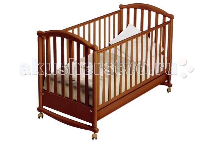 Детская кроватка Pali Deseree качалкаDeseree качалкаДетская кроватка Pali Deseree качалка  Кроватка Deseree - это воплощение принципа Просто и со вкусом, что вовсе не то же самое, что и простенько. Сдержанный и элегантный дизайн кроватки-качалки впишется в любой интерьер современной квартиры или загородного дома.  На изготовление детских кроваток идет выдержанная древесина бука, а используемый клей, лаки и краски нетоксичны и безвредны даже для новорожденных.   Безопасности малыша уделено значительное внимание: никаких острых граней и ребер, 6-сантиметровое расстояние между вертикальными рейками боковин и силиконовые накладки на бортиках кроватки призваны защитить кроху от мелкого бытового травматизма.  Кроватку можно использовать и в качестве традиционной качалки, для этого необходимо лишь демонтировать колесики со стопорами. Передняя стенка кроватки опускается и при необходимости снимается, превращая закрытую кроватку в симпатичный открытый диванчик - несомненно, подросший малыш оценит этот шаг к своей взрослости. Вместительный ящик под днищем позволит хранить сменный комплект постельного белья или избранные игрушки буквально под рукой.   Особенности:  Кровать сделана из выдержанного бука;  Все лаки, краски и клеи - натуральные и нетоксичные;  Бортики кровати опускаются на 20-25 см, один из них снимается полностью, так что кровать может использоваться как диванчик;  Колеса снабжены блокирующим тормозом;  Днище состоит из деревянных реек;  Сетка может устанавливаться по высоте в двух позициях;  В кровати имеется ящик для постельного белья;<br>