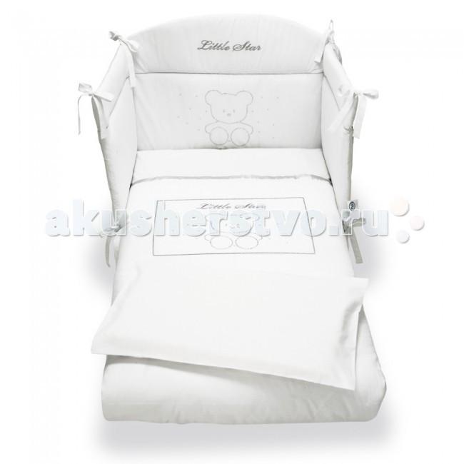 Комплект в кроватку Pali Little Star (3 предмета)Little Star (3 предмета)Великолепный комплект в кроватку Pali Prestige Little Star, состоящий из борта, наволочки и одеяла.   Комплект выполнен из хлопка высочайшего качества и декорирован кристаллами Сваровски. Такое постельное белье подарит малышу невероятно комфортные ощущения и придаст кроватке изысканный и нарядный вид.  Основные характеристики: техника Безопасный шов обеспечивает белью повышенный комфорт и не травмирует нежную кожу малыша изготовлено из 100 % хлопка белье гиппоаллергенно составит гармоничный ансамбль с кроватками борт легко крепится к кроватке с помощью ленточек  В комплект входят: Бампер на 3 стороны на завязках (Для кроваток с внутренним размером 125х65 см.) Одеяло с пододеяльником 87х125 см с антиаллергенным внутренним наполнителем Наволочка 59 х 38 см<br>