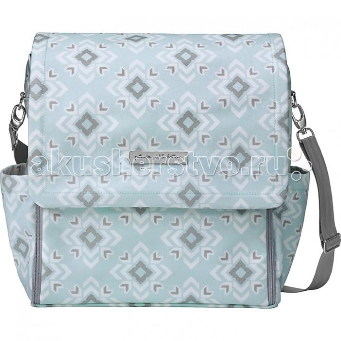Petunia Pickle Bottom Сумка для мамы Boxy BackpackСумка для мамы Boxy BackpackСумка для мамы Petunia Boxy Backpack от Petunia Pickle Bottom  идеальна не только в сочетании с коляской, но и может использоваться отдельно от нее: как рюкзак (Boxy Backpack) и как сумка на плечо (Touring Tote).   Особенности:    застежки на магнитах, так что сумку легко и бесшумно можно открыть одной рукой;  одно внутреннее отделение с несколькими карманами на резинках;   молния с двумя собачками, так что ее легко открыть наполовину и в любую сторону;  2 в 1: рюкзак и сумка на плечо благодаря съемным ремням;  внутренняя отделка из водонепроницаемого нейлона;   4 кармана для бутылочек: два снаружи, два внутри;   аксессуары из полированного никеля;   внутренний держатель для ключей;   кармашек для пустышки во внешнем отделении, так что легко достать одной рукой;   парча с водонепроницаемой отделкой. Легкий уход - просто протереть влажной тканью!<br>
