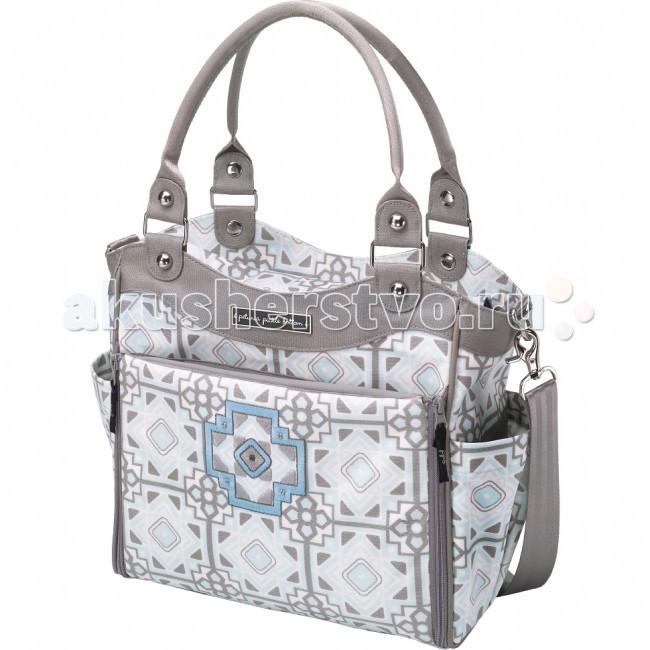 Petunia Pickle Bottom Сумка для мамы City CarryallСумка для мамы City CarryallСумка для мамы Petunia City Carryall от Petunia Pickle Bottom  сочетает в себе все преимущества женской сумки и сумки для коляски: она имеет встроенную станцию для пеленания и другие умные функции для мам.   Особенности:   одно внутреннее отделение с несколькими карманами на резинках;   2 в 1: сумка на плечо и сумка для коляски (крепления к коляске продаются отдельно);   внутренняя отделка из водонепроницаемого нейлона;  4 кармана для бутылочек: два снаружи, два внутри;   дополнительный карман с задней стороны сумки;   аксессуары из полированного никеля;   -внутренний держатель для ключей;  кармашек для пустышки во внешнем отделении, так что ее легко достать одной рукой;   встроенная станция для пеленания ребенка: откидной матрасик и дополнительные карманы;   матрасик на липучках можно снять для стирки;   пластиковый контейнер для влажных салфеток;   отстегивающийся ремень из хлопковой ткани для ношения на плече.<br>