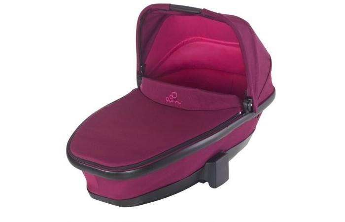 Люлька Quinny Foldable CarrycotFoldable Carrycotюлька Quinny Foldable Carrycot - это утепленная и удобная детская люлька предназначена для детей от 0 до 6-ти месяцев. Она идеально подойдет к коляске Quinny, превращая ее в удобную и компактную спальную коляску, которую можно использовать как для прогулок, так и для сна на природе. Благодаря удобной ручке, складную люльку Quinny Moodd можно брать с собой, куда бы вы ни шли, а с помощью адаптеров установка ее на раму коляски превращается в пустяковое дело.  Складывающаяся люлька Quinny Foldable Carrycot предназначена для установки на шасси колясок Quinny Moodd и Quinny Buzz.  Установленная на коляску, люлька Quinny обеспечит Вам свободу при передвижении и комфорт Вашему крохе. Подходит для малышей весом до 9 кг.  Особенности: Компактно складывается для транспортировки Двойной матрас для максимального комфорта малыша Размер люльки позволяет использовать ее для детей от рождения до 6-ти месяцев Дополнительная защита от солнца Легкая установка на коляски Quinny при помощи адаптеров Дождевик и москитная сетка в комплекте. Размеры и вес: Вес: 4.7 кг Длина спального места: 84 см Ширина спального места: 39 см Размер люльки: 30-55.5 x 44.5 x 81 см. Материалы: Каркас: полипропилен и алюминий Обшивка: полиэстер Дождевик: ПВХ и полиэстер.<br>