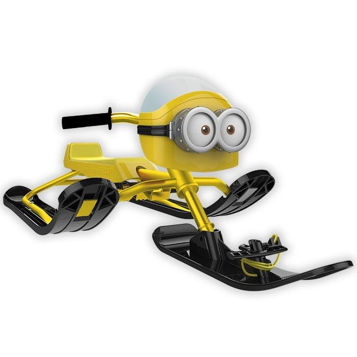 Снегокат R-Toys Snow Moto Minion Despicable MeSnow Moto Minion Despicable MeОблегченная стальная рама - снегокат стал легче.   Очень длинное ровное сиденье, на котором уместятся двое: и ребенок, и взрослый.   Карвинговые лыжи Twin Tip - скольжение и торможение легкое и безопасное.   Благодаря аэродинамичным линиям и формам, они способны развивать нужную скорость, но в тоже время отвечая безопасности легко и быстро тормозят.   Снегокаты Snow Moto помогут быстрому развитию общей моторики, приобретению навыков координации и равновесия ребенка.   Миньоны - забавные и веселые человечки. И вот один из представителей уже здесь! Самый яркий, самый необыкновенный и несомненно самый веселый.   Нагрузка до 68 кг.  Сделайте подарок ребенку - и он обретет друга.  Размер: 120х51 см, от пола до сиденья 19 см,от пола до руля 33 см, сиденье 57х15 см.<br>