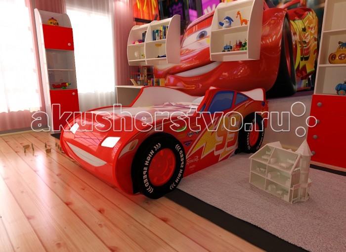 Детская кроватка Red-River машина 3Dмашина 3DДетская кроватка Red-River машина 3D  Это не просто детская кровать выполненная в виде машины. Это – настоящее воплощение известнейшего Молнии МакКуина, в объемном виде. Она подойдет любому мальчику. Особенностью этой модели являются объемные пластиковые колеса, которые добавляют кровати реалистичности и делают сон и активные игры на ней куда приятнее и интереснее.  А для максимального погружения в атмосферу у кровати присутствует подсветка в виде светящихся фар. Это будет очень полезно, особенно в том случае, если ребенок боится темноты. Как только он испугается какого-то шороха – ему достаточно будет включить фары и разогнать мрак, представляя себя водителем самой быстрой машины на свете.  Особенности: универсальный корпус кровати светодиодная подсветка фар пластиковые колёса изображение с разрешением 1440 dpi подходит под матрасы размером 160х70 см подъемное дно кроватки, оснащенное механизмами для фиксации и безопасного плавного открытия и закрытия дно ниши под постельное белье изготовлено из ХДФ - HighDensityFiberboard- производятся из тонкого листового материала высокой плотности, полученного методом горячего прессования измельченных древесных волокон. Материал экологически безопасен и прочен ортопедическое основание влагостойкое ламинированное покрытие<br>