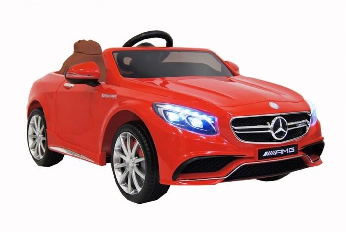 Электромобиль RiverToys Mercedes-Benz S63Mercedes-Benz S63Электромобиль RiverToys Mercedes-Benz S63 создан для комфортных поездок по городским улицам и парковым дорожкам. Маневренный и быстрый - отличное сочетание для любителей настоящей скорости. Электромобиль отличается салоном повышенной комфортности. Удобное, мягкое кожаное сидение позволяет расположиться с максимальным комфортом и проводить много времени играя и катаясь.  Особенности: Лицензионная копия настоящего автомобиля Mercedes Benz S63 AMG. Хорошая маневренность на любом дорожном покрытии Амортизаторы обеспечивают комфортное катание по неровной поверхности, что незаменимо при катании по парковым дорожкам Каучуковые колеса сделают катание по асфальту более тихим и позволяют не буксовать на травяном покрове Качественный каркас изготовлен из металла Прочный корпус из полипропилена Диодный свет передних и задних фар, позволяет не упускать из вида катающегося ребенка в темное время суток При движении назад включаются задние ходовые огни Реалистичная имитация лобового стекла Электромобиль оборудован высокими бортиками, которые препятствуют выпадению малыша из машины во время катания Просторный и качественный салон Мягкое кожаное сидение позволяет с комфортом расположиться при катании. Качественный поясной ремень безопасности Удобный в обхвате руль со звуком сигнала Приборная панель оснащена стильной подсветкой Включение электромобиля осуществляется с помощью кнопки На приборной панели расположены разъемы AUX, USB и слот для SD card, которые позволяют подключать цифровые носители (смартфон, планшет, МР3 плеер и Micro SD) и слушать любимую музыку во время катания Настоящее FM радио, которое дает возможность слушать любимые радиостанции Индивидуальный пульт дистанционного управления подключается через интерфейс Bluetooth и работает на расстоянии свыше 30 метров С помощью пульта дистанционного управления можно ехать вперед-назад, поворачивать или тормозить Электромобиль оснащен двумя скоростями для движения вперед