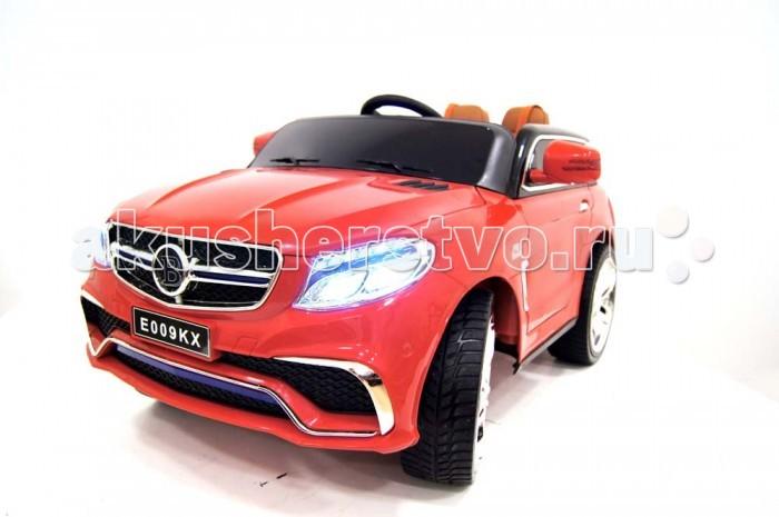 Электромобиль RiverToys Mercedes E009KXMercedes E009KXЭлектромобиль RiverToys Mercedes E009KX - элегантный детский транспорт с комфортным салоном. Удобное кожаное сидение позволяет максимально комфортно расположиться при катании, а надежные и прочные 5-ти точечные ремни безопасности обеспечат безопасности и отличную фиксацию, что особенно важно для самых маленьких. Данная модель очень удобна не только в эксплуатации, но и при транспортировке, так как оснащена выдвижной ручкой и небольшими колесиками, что позволяет транспортировать ее по принципу чемодана.  Особенности: Подходит для детей от 1 до 7 лет. Подсветка панели приборов, диодные огни фар. Световые и звуковые эффекты. Амортизаторы. Задняя подсветка. Пульт управления: индивидуальный (настраивается по Bluetooh). Колеса: EVA-резиновые низкопрофильные (кнопочные). Открываются двери. Открывается капот, стойка-фиксатор капота для легкого демонтажа аккумулятора. Скорость: 3 скорости вперед, одна назад. Сидение: кожаное. 5-ти точечный ремень безопасности. Заводится с кнопки. Вход MicroSD, USB-вход. Индикатор заряда батареи. Аккумулятор: 12V/7А. Редуктор: 2х30W.<br>