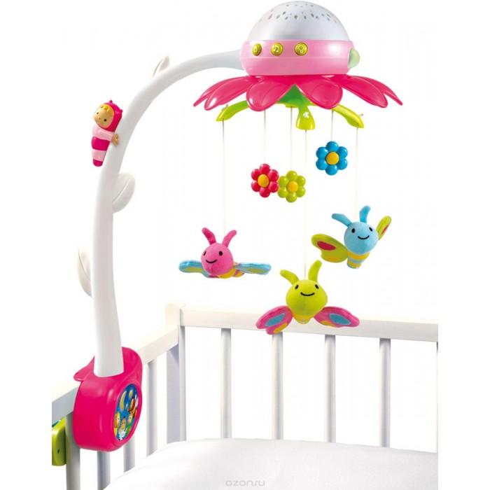 Мобиль Smoby музыкальный на кроватку Цветокмузыкальный на кроватку ЦветокSmoby Мобиль музыкальный на кроватку Цветок. Ждете пополнения в семействе? Подбираете приданое для новорожденного? Одной из первых игрушек крохи станет мобиль на кроватку. Он представляет собой набор фигурок, закрепленных на дуге, которая фиксируется на бортике.   Устройство снабжается механизмом для вращения и приятным музыкальным сопровождением. Нежные мелодии убаюкают малыша, яркие игрушки привлекут внимание ребенка и разбудят интерес к движущимся предметам. Карусель послужит для развития внимания, музыкального слуха, мелкой моторики, координации движений.  Основным материалом служит гипоаллергенный пластик. Некоторые модели оснащаются подвесками в виде мягких игрушек. Они приятны на ощупь, но склонны к накоплению пыли со временем. Пластмассовые детали вы сможете быстро и просто вымыть при загрязнении или падении на пол. Карусель крепится на край люльки при помощи прищепки или винтового соединения.<br>