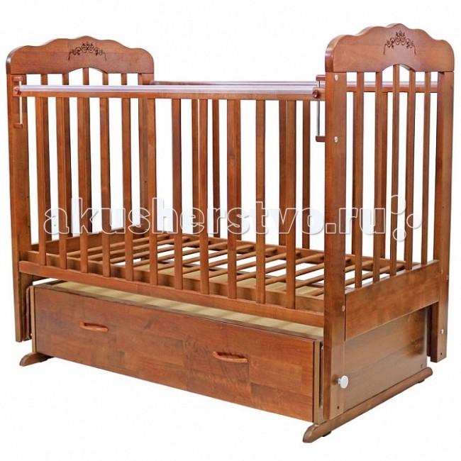 Детская кроватка Топотушки Виолетта-6 (поперечный маятник)Виолетта-6 (поперечный маятник)Удобная и функциональная детская кроватка «Виолетта-6» предназначена для новорожденных детей и используется до 4-5 лет. Изготовлена на современном оборудовании по итальянской технологии из натурального экологически чистого массива березы, что обеспечивает прочность и долговечность. Высокое качество отделки, сохраняющее природный рисунок дерева. Для окраски применяются лаки, не содержащие вредных для здоровья ребенка веществ. Украшают кроватку спинки оригинальной волнистой формы с декорированными цветами.  Эта модель оснащена маятниковым механизмом поперечного качания (эффект колыбельки). Маятник надежно фиксируется в заданном положении для дневного бодрствования или малышей постарше.  Функциональный объемный выдвижной ящик в нижней части кроватки позволит удобно разместить и хранить детские вещи, постельные принадлежности, памперсы, игрушки и другие предметы обихода, не занимая дополнительного места.   Ложе кроватки – реечное, соответствует требованиям безопасности и комфортно для детского позвоночника. В сочетании с матрасом дает возможность правильно сформировать спинку ребенка. Ложе имеет 3 положения высоты, Вы можете менять глубину кроватки в зависимости от возраста малыша, гарантируя его безопасное нахождение в ней: верхнее положение - для младенцев, среднее для деток которые уже начинают самостоятельно переворачиваться, и нижнее для малышей которые уже садятся и самостоятельно встают на ножки.  Боковая стенка опускается при помощи автокнопки, а когда кроха подрастет и научится самостоятельно вылезать из кроватки боковой бортик можно снять, таким образом, кроватка трансформируется в уютный диванчик.  Расстояния между прутьями кроватки рассчитаны так, чтобы не пролезла голова любопытного крохи и не застряла ручка – это обеспечивает малышу максимальную безопасность во время сна и бодрствования!  Верхние перекладины боковых бортиков защищены силиконовыми накладками (грызунки) 
