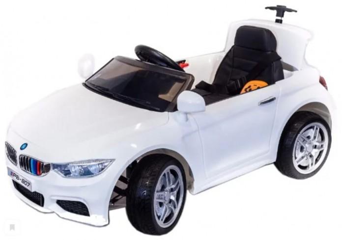 Электромобиль Toyland PB 807PB 807Электромобиль Toyland PB 807 для ребенка от 1 года до 8 лет развивает скорость до 7 км/ч. Открывающиеся двери, огни фар и фонарей, а так же возможность включить свою музыку или радио делают этот электромобиль похожим на такой же, как у взрослых.  Ваше внимание сразу привлечет наличие панели приборов с подсветкой и автомагнитола. На руле имеются кнопки, отвечающие за регулировку громкости данной музыкальной системы, и клаксон. Также вы сможете переключать любимые треки простым нажатием на соответствующую кнопку. Установленная музыкальная система поддерживает карту памяти, также у нее имеется USB-выход, AUX и радиоприемник.  Автомобиль может достичь скорости равной 7 км/ч. Это возможно благодаря мощному аккумулятору 12V/7Ah и двум двигателям по 35W. У модели тщательно проработан вопрос светового оформления. Светодиодные фары машины светятся, как у настоящей. Также имеются габариты и задние фонари.  Всего у автомобиля 3 скорости, из которых: две вперед и одна назад. Их переключение осуществляется с помощью пульта ДУ, а для плавного набора скорости просто равномерно нажимайте на педаль газа. Радиус действия пульта дистанционного управления составляет 30 м, работает по Bluetooth.<br>