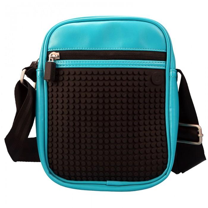 Upixel Пиксельная сумка Ambler shoulder bag WY-A018Пиксельная сумка Ambler shoulder bag WY-A018Upixel Пиксельная сумка Ambler shoulder bag WY-A018 компактная, удобная и стильная сумка! Подойдёт для всего самого необходимого что нужно иметь с собой, а это кошелёк, мобильник или небольшой планшет, визитница, ручка, ещё как вариант швейцарский нож, всё выше перечисленное данный аксессуар вместит в себе и разместится через плечо на крепком ремешке.  Особенности: размеры: 21,5 х 17 х 6,2 см  вес: 0,36 кг поверхность: 21 ряд, 20 линий материал: ткань 100% ЭКО кожа подкладка: 100% полиэстер панель: 100% силикон размер пикселей: маленький пиксели в комплекте: 240 шт.   дополнительно: фирменный буклет с возможными вариантами изображений. Сумка оснащена крепким регулируемым по длине ремешком с металлической фурнитурой. Снаружи имеется карман на брендированной застёжке, скрытый под силиконовой панелью. Обладает просторным отделением, с открытым кармашком, расположенным изнутри по спинке.<br>
