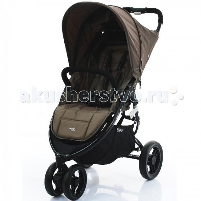Прогулочная коляска Valco baby SnapSnapПрогулочная коляска Valco baby Snap - одна из самых легких и просторных трехколесных прогулочных колясок. Компактная и функциональная, по очень привлекательной цене  коляска Snap от известного производителя Valco Baby  обоснованный выбор многих родителей.  Valco Baby Snap  коляска функциональная и одновременно комфортная для малыша: есть и положение лежа, удобное место с шириной сиденья 34 см и больший капюшон, который расширяется с помощью молнии и опускается до самого бампера.  Благодаря амортизации и плавному легкому ходу детской прогулочной коляски Valco Baby Snap ребенок сможет сладко спать прямо на улице. Спинка опускается до горизонтального положения, а подножка поднимается, тем самым создавая полноценное просторное место для малыша.  Отличная управляемость, низкий вес и больший выбор фирменных аксессуаров  все это сочетается в данной прогулочной коляске от Valco Baby.  Особенности: разрешена к использованию производителем для новорожденных детей&#894; широкое (34 см) комфортное сиденье даже для детей в зимней одежде&#894; ременная регулировка наклона спинки сиденья до положения лежа.  Размеры: В разложенном виде, мм: 950Д x 540Ш x 1040В В сложенном виде, мм: 810Д x 540Ш x 310В Внутренние размер сиденья, мм: 340Ш x 220Г x 480В Грузоподъемность: 20 кг.<br>