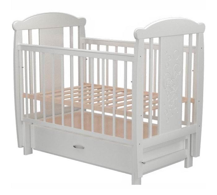 Детская кроватка Valle Bunny 04 маятник поперечный с ящикомBunny 04 маятник поперечный с ящикомДетская кроватка Valle Bunny 04 маятник поперечный с ящиком  Удобная и функциональная кроватка Valle Bunny предназначена для новорожденных детей и используется до 4-5 лет.   Изготовлена на современном оборудовании из натурального экологически чистого массива березы, что обеспечивает прочность и долговечность. Высокое качество отделки. Для окраски применяются лаки, не содержащие вредных для здоровья ребенка веществ. Украшает кроватку декоративная резьба спинки.  Особенности: Материал: целиковая древесина березы, декоративная вставка МДФ  Основание реечное регулируется по высоте Реечные панели по бокам не препятствуют естественной вентиляции Размер спального места стандартный 120х60, что позволяет легко подбирать постельное белье и матрасы для ребенка Кровать оснащена маятниковым механизмом поперечного качания Фиксатор маятника Передняя стенка опускаемая Отсутствие выступающих углов и неровностей, что обеспечивает безопасность для малыша Выдвижной ящик закрытого типа для удобства хранения детских вещей, постельных принадлежностей, памперсов или игрушек  На спинке кроватки очаровательная резьба - зайка<br>