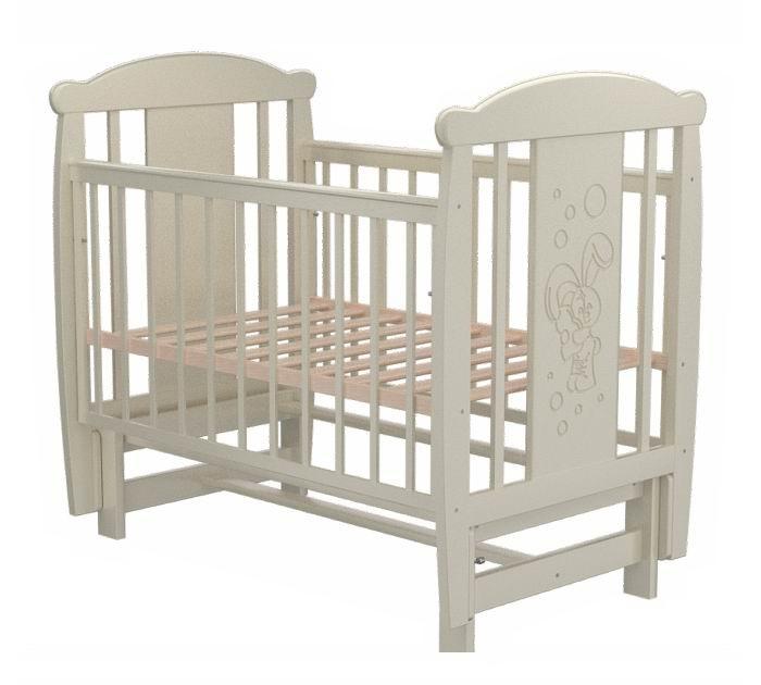 Детская кроватка Valle Bunny 05 маятник продольныйBunny 05 маятник продольныйДетская кроватка Valle Bunny 05 маятник продольный предназначена для новорожденных детей и используется до 4-5 лет.   Изготовлена на современном оборудовании из натурального экологически чистого массива березы, что обеспечивает прочность и долговечность. Высокое качество отделки. Для окраски применяются лаки, не содержащие вредных для здоровья ребенка веществ. Украшает кроватку декоративная резьба спинки.  Особенности: Материал: целиковая древесина березы, декоративная вставка МДФ  Основание реечное регулируется по высоте Реечные панели по бокам не препятствуют естественной вентиляции Размер спального места стандартный 120х60, что позволяет легко подбирать постельное белье и матрасы для ребенка Кровать оснащена маятниковым механизмом продольного качания Фиксатор маятника Передняя стенка опускаемая Отсутствие выступающих углов и неровностей, что обеспечивает безопасность для малыша На спинке кроватки очаровательная резьба - зайчик<br>