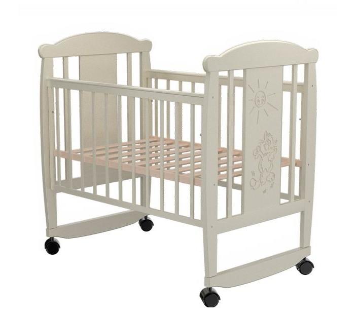 Детская кроватка Valle Cat 02 колесо-качалкаCat 02 колесо-качалкаДетская кроватка Valle Cat 02 колесо-качалка предназначена для новорожденных детей и используется до 4-5 лет.   Изготовлена на современном оборудовании из натурального экологически чистого массива березы, что обеспечивает прочность и долговечность. Высокое качество отделки. Для окраски применяются лаки, не содержащие вредных для здоровья ребенка веществ. Украшает кроватку декоративная резьба спинки.  Особенности: Материал: целиковая древесина березы, декоративная вставка МДФ  Основание реечное регулируется по высоте Реечные панели по бокам не препятствуют естественной вентиляции Размер спального места стандартный 120х60, что позволяет легко подбирать постельное белье и матрасы для ребенка Для качания предусмотрены специальные полозья Передняя стенка опускаемая Для удобства перемещения есть четыре колесика На спинке кроватки очаровательная резьба - котик<br>