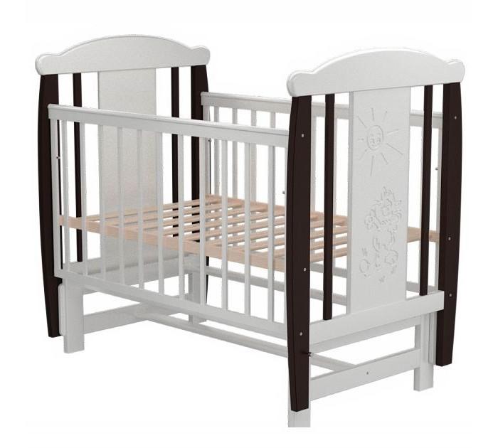 Детская кроватка Valle Cat 04 маятник поперечныйCat 04 маятник поперечныйДетская кроватка Valle Cat 04 маятник поперечный предназначена для новорожденных детей и используется до 4-5 лет.   Изготовлена на современном оборудовании из натурального экологически чистого массива березы, что обеспечивает прочность и долговечность. Высокое качество отделки. Для окраски применяются лаки, не содержащие вредных для здоровья ребенка веществ. Украшает кроватку декоративная резьба спинки.  Особенности: Материал: целиковая древесина березы, декоративная вставка МДФ  Основание реечное регулируется по высоте Реечные панели по бокам не препятствуют естественной вентиляции Размер спального места стандартный 120х60, что позволяет легко подбирать постельное белье и матрасы для ребенка Кровать оснащена маятниковым механизмом поперечного качания Фиксатор маятника Передняя стенка опускаемая Отсутствие выступающих углов и неровностей, что обеспечивает безопасность для малыша На спинке кроватки очаровательная резьба - котик<br>