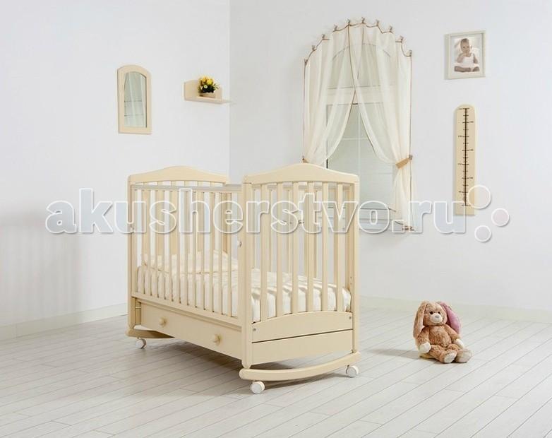 Детская кроватка Гандылян Симоник качалкаСимоник качалкаДетская кроватка Гандылян Симоник качалка  Изысканная классика стиля и отличное качество исполнения отличают кроватку-качалку Симоник от фабрики Гандылян. Она будет замечательно смотреться как в родительской спальне, так и в детской комнате, сочетаясь с любыми интерьерами.  Каждая деталь каркаса кроватки выполнена из массива бука, тщательно отшлифована и покрыта экологически чистым лаком на водной основе, безопасным для детей. Детали не имеют острых углов и ребер, а верхние планки боковых перекладин защищены силиконовыми накладками.   Характеристики  выдвижной открытый ящик для белья  древесина обработана экологически чистым лаком  отсутствуют острые углы (есть силиконовые накладки)  боковое ограждение оснащено замком и регулировкой высоты  два уровня ложа по высоте  колеса для удобства перемещения  планка для качания От производителя: Продукция изготовлена из ценной породы древесины - Бук, с применением новейших технологий. Для окраски применяются лаки, не содержащие вредных для здоровья ребенка веществ. Контроль качества производится непосредственно при сборке каждого элемента конструкции. Вся продукция сертифицирована и соответствует Государственному Стандарту.<br>
