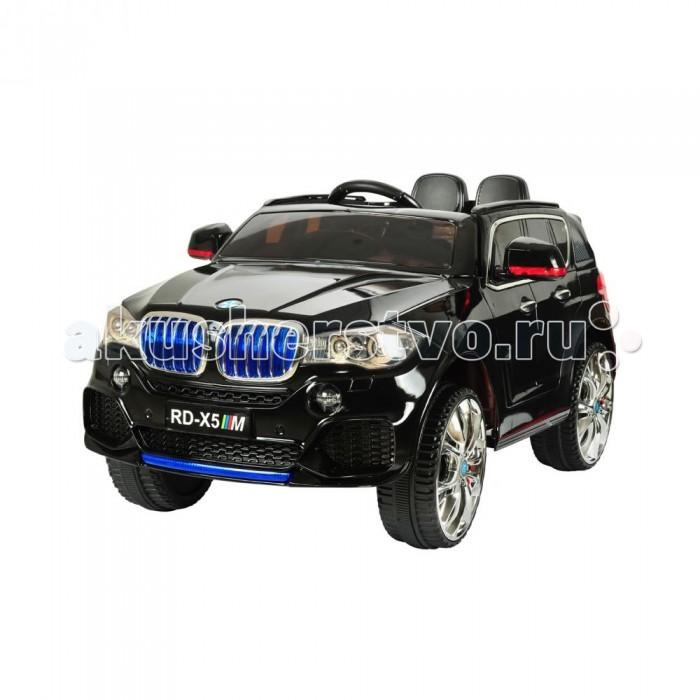 Электромобиль 1 Toy БМВ Х5МБМВ Х5МЭлектромобиль 1 Toy БМВ Х5М представляет собой уменьшенную копию оригинального среднеразмерного кроссовера, выполненного в виде кабриолета. Транспортное средство станет замечательным подарком для маленьких поклонников автогонок и отличным атрибутом для захватывающего игрового досуга.  Электромобиль отличается оригинальным внешним видом, уникальным дизайном и выполнен из качественных надежных материалов. Транспортное средство укомплектовано двумя моторами, прочными надувными колесами из EVA со стильными дисками и амортизаторами для снижения тряски при езде. Интерьер электромобиля оснащен двумя широкими эргономичными сиденьями, многофункциональным рулем, педалью газа и тормоза. Транспортное средство снабжено световыми и звуковыми эффектами, открывающимися дверями и может управляться родителями при помощи специального пульта дистанционно. Для удобной транспортировки колеса и ручки на машине складываются. Езда на таком электромобиле подарит детям массу позитивных эмоций.<br>