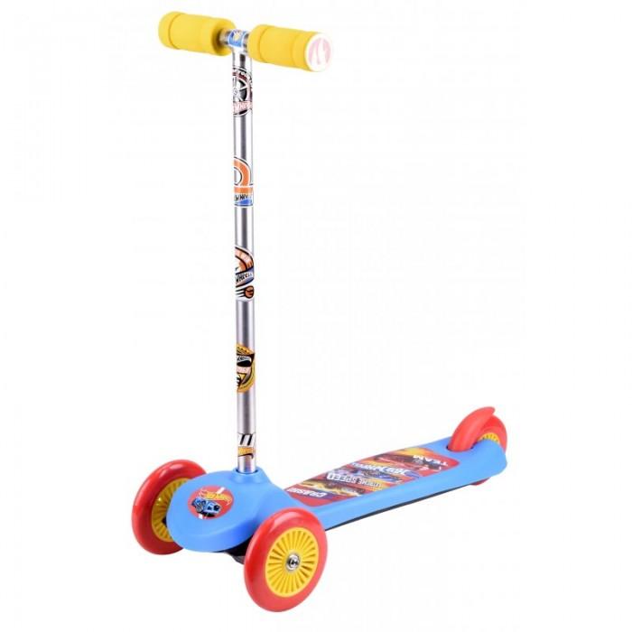 Трехколесный самокат 1 Toy трехколесныйтрехколесныйСамокат 1 Toy - замечательный трехколесный самокат станет прекрасным презентом для мальчика, любящего активные развлечения. Данная модель отличается необычным управлением, ведь поворачивать передние колеса, задавая направление, можно с помощью простого наклона рулевой стойки. Рукоятки руля весьма удобны для детских ручек.  Такой транспорт непременно порадует мальчика, так как на платформе и алюминиевой стойке имеются тематические изображения.  Диаметр переднего колеса: 12 см.  Диаметр заднего колеса: 10 см.  Размер самоката: 56 х 12 х 66 см.<br>