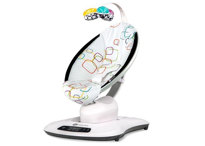 Электронные качели 4moms MamaRoo 4.0MamaRoo 4.0Электронные качели 4moms MamaRoo 4.0 - незаменимый помощник в уходе за новорожденными и малышами первых месяцев жизни. Уникальность модели состоит в том, что она не просто вибрирует и плавно раскачивается, как традиционные приспособления.   В процессе разработки и создания модели врачами-педиатрами применялись методы отслеживания движений материнских рук при укачивании младенца посредством специальных датчиков. На основании полученных данных было выявлено 5 основных траекторий качания, наиболее физиологичных для новорожденных. Именно эти движения и были внедрены здесь в программу качания, не зря лозунг mamaRoo 4.0 – Уютно, как на руках у мамы.  Особенности: Движение качалки сопровождается нежными, убаюкивающими звуками природы. У вас свое видение на то, какой должна быть музыка для вашего крохи? Не проблема! К качалке можно подключить MP3 плеер или телефон.  Также вы можете скачать приложение 4moms на телефон или планшет и  дистанционно управлять всеми функциями качалки (оперативные системы, которые поддерживают удаленный режим работы: платформы iOS 8 (iPhone 4S, 5, 5C, 5S, 6, 6S,6+, 6S+; iPod Touch 5, iPad Retina, iPad Air, iPad Mini, iPad Mini Retina) и Android (Samsung Galaxy S3, S4, S5, S6, S7; Samsung Galaxy Note 3, 4, 5$ Galaxy Core Prime; LG V10, G3, G4, G5; HTC Desire 626, One M8, One M9, One M10; Moto X; Droid Turbo, Turbo 2, Maxx 2, Mini, Nexus 5, 5X, 6, 6P; Moto E, E2, G, G2, X2, X Play) Интенсивность и выбор режима работы mamaRoo регулируются при помощи простого и понятного дисплея Конструкция оснащена удобной поворотной дугой с подвесными игрушками. Простые на первый взгляд двусторонние игрушки из ткани – результат аналитической работы специалистов Комбинации цветов, форма игрушек и высота, на которой они подвешены, подобраны с учетом особенностей зрительного восприятия младенцев с рождения В новой модели mamaRoo 4.0 двусторонние игрушки включают в себя зеркальце, шуршащие элементы и погремушку. Для глаз но