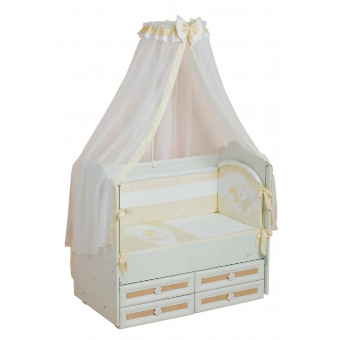 Комплект в кроватку Селена (Сдобина) Мой маленький друг (7 предметов)Мой маленький друг (7 предметов)Комплект не вызывает аллергических реакций и предназначен для малышей с рождения. Хлопковое белье способствует улучшению терморегуляции. Украшен вышивкой-аппликацией.   Состав:  1. Одеяло – 110х140 - (бязь — хлопок 100 %; наполнитель - холлкон*); 2. Подушка – 40х60 - (бязь — хлопок 100 %; наполнитель - холлкон); 3. Бампер  – раздельный - 4 части (360см), съемный чехол - (сатин** — хлопок 100 %; наполнитель - холлкон); 4. Балдахин - тюль (сетка) с отделкой из х/б ткани – (стандарт 500х170); 5. Пододеяльник – 112х142 - (сатин — хлопок 100 %, бязь – хлопок 100%); 6. Простынка с резинкой - (бязь — хлопок 100 %); 7. Наволочка – 42х62 - (сатин — хлопок 100 %, бязь – хлопок 100%).  Съемный чехол – дает возможность стирки и глажки бампера без риска испортить наполнитель, обеспечивая сохранность первоначального вида.  Балдахин для кроватки новорожденного: - Изготовлен из воздушной мелкоячеистой сетки; - Обеспечит малышу уют и спокойный крепкий сон; - Укроет Вашу кроху от яркого света; - Легкая воздухопроницаемость, но вместе с тем, повышенная защита от насекомых и пыли.  *Холлкон – волокно, используемое в качестве наполнителя изделий для новорожденных. Обеспечивает отличную теплоизоляцию, удерживая постоянную температуру во время сна, не вызывает аллергических реакций, является плохой средой для развития бактерий, можно многократно стирать и сушить.   **Сатин – одно из самых популярных плетений 100% хлопка. Благодаря диагональному переплетению из двойной крученой хлопковой нити, бельё обладает яркостью и сочностью цвета. Сатиновое постельное бельё имеет изысканный внешний вид, является мягкой, нежной, долговечной тканью, выдерживающей большое количество стирок, сохраняя при этом вид продукции экстра - класса.<br>