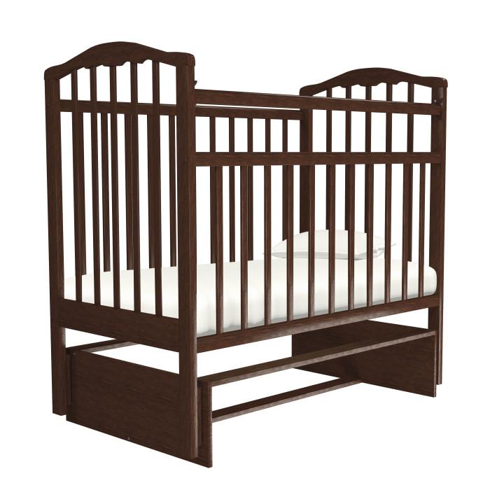 Детская кроватка Агат Золушка-3 маятник поперечныйЗолушка-3 маятник поперечныйДетская кроватка Агат Золушка-3 маятник поперечный от рождения до 4-х лет, имеет размер спального ложа (реечное) 120х60 см.  2 положения днища.  Боковая автостенка. Впоследствии боковую стенку можно снять совсем, таким образом кроватка превратится в очень уютный диванчик. Кроватка маятник поперечного качания, что особо актуально в первые месяцы жизни крохи.  Данная кроватка имеет Европейский дизайн, покрыта абсолютно нетоксичными и безвредными для здоровья детей лаками. Имеет очень нарядную форму спинок. Под матрас: 120х60 см Внешние размеры: 127x67 см Нижняя часть (к чему крепится сам остов кроватки с помощью маятников) из ЛДСП<br>