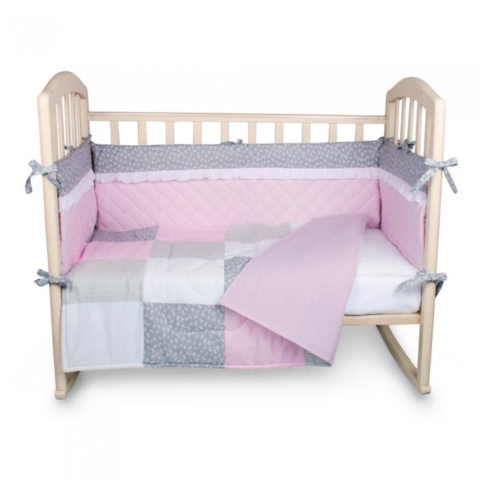 Комплект в кроватку Alis Пэчворк (5 предметов)Пэчворк (5 предметов)Комплект в кроватку Alis Пэчворк (5 предметов) засыпая в кроватке, застеленной нежным, красивым и стильным комплектом белья, малыш погрузится в самые сладкие сказочные сны. Комплект рассчитан специально для малышей. Материал отличается необыкновенной мягкостью и шелковистой фактурой. Прочная и плотная ткань с диагональным переплетением хлопковой нити. Несмотря на повышенную плотность, этот материал отличается необыкновенной мягкостью и шелковистой фактурой.   В комплект входят: наволочка 40 х 60 см подушка 40 х 60 см пододеяльник 110 х 140 см одеяло 110 х 140 см простынь 100 х 150 см  бортик.<br>