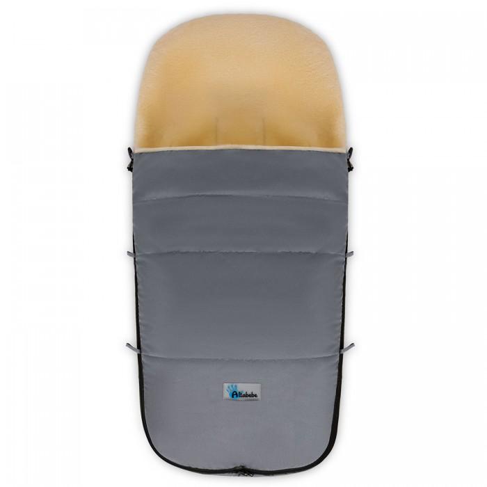 Зимний конверт Altabebe Lambskin-Bugaboo FootmuffLambskin-Bugaboo FootmuffЗимний конверт Altabebe Lambskin-Bugaboo Footmuff изготовлен из плотной, ветрозащитной ткани с водоотталкивающим покрытием - ткань под лен.   Внутренняя подкладка: флис, 300 г синтепон. Имеется противоскользящая спинка, шесть прорезей для ремней безопасности, удобная застежка-молния. Раскладывается конверт как коврик.  Размер конверта 100х45х6 см.<br>
