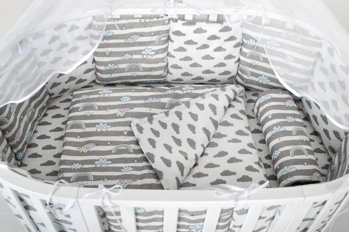 Комплект в кроватку AmaroBaby Premium Капелька (18 предметов)Комплекты в кроватку<br>AmaroBaby Комплект в кроватку Premium Капелька (18 предметов) - предметный (6+12 бортиков) идеально продуман, ведь отличный комплект уже упакован в премиальную упаковку!  Комплекты  детского постельного белья AmaroBaby выполнены из натурального и гипоаллергенного материала,  мягкого и приятного на ощупь.    Постельное белье не требует особого ухода, долго сохраняет первоначальный внешний вид.    Швы выполнены особым образом, что помогает избежать дискомфорта малыша.  Комплект в  кроватку  от AmaroBaby имеет универсальную простынь на резинке, подходящую как на овальный, так и на прямоугольный матрас, а также простынь можно использовать и для круглого матраса.  Особенности: Российское производство. 100 % хлопок (бязь)   Борта представлены в виде 12 подушек   Простынь на резинке   Подушки-бортики на завязках   Большое количество расцветок   Отличное качество Комплектация: Универсальная Простынь (овал/прямоугольник) на резинке – 75х125 см. подушка 38х58см наволочка 40х60см одеяло 107х137см пододеяльник  147*112см бампер: подушки 30х30см - 12шт   балдахин 150х300см
