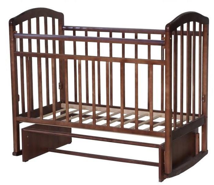 Детская кроватка Антел Алита 3 маятник поперечныйДетские кроватки<br>Детская кроватка Антел Алита 3 маятник поперечный  Кроватка изготовлена из массива дерева с использованием современных технологий. Переднее ограждение идет со съемными планками - 3шт.   Особенности:  Опускаемая боковая планка. 2 уровня ложа по высоте. Механизм качания: маятник поперечного качания, что особо актуально в первые месяцы жизни крохи. Полимерные накладки на борта.  Размер (ДхШхВ): 127 х 67 х 105 см Вес: 20 кг
