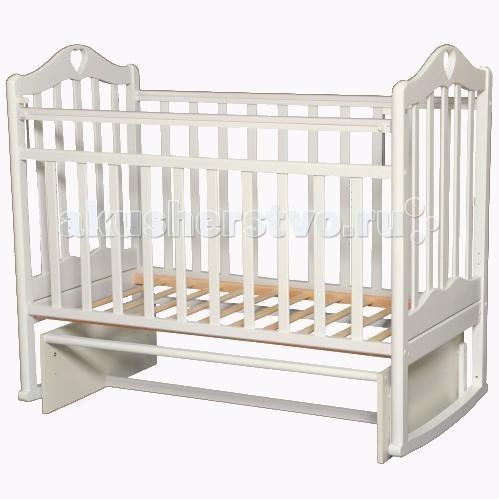 Детская кроватка Антел Каролина 3 маятник поперечныйКаролина 3 маятник поперечныйДетская кроватка Антел Каролина 3 маятник поперечный с привлекательным дизайном наверняка придется по вкусу и родителям и малышу.   Кроватка выполнена из экологически чистой древесины березы и оснащена маятниковым механизмом поперечного качания. Кроватка имеет два уровня регулировки высоты ложа. Переднее боковое ограждение также регулируется по высоте, что облегчает контакт мамы с ребенком.   Производители предусмотрели специальные накладки (грызунки) в верхней части боковых ограждений. Грызунки, изготовленные из высококачественного силикона, делают безопасным контакт ребенка с деревянной поверхностью.  Особенности: механизм укачивания: поперечный маятник регулируемое по высоте ложе (2 положения) силиконовые накладки (грызунки) съемное переднее ограждение Покрыта нетоксичными и безвредными для здоровья детей лаками.<br>