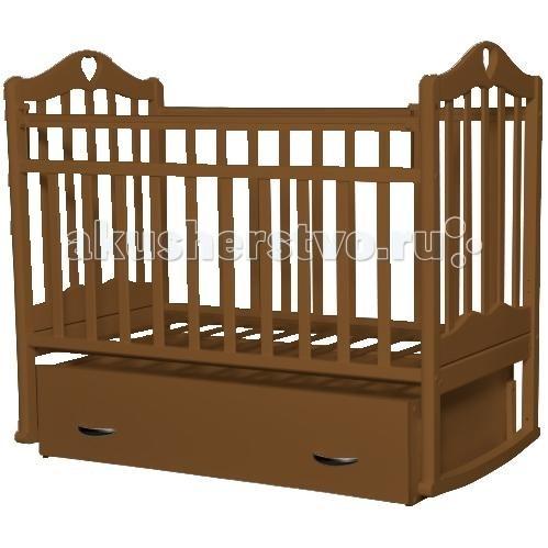 Детская кроватка Антел Каролина 4 маятник поперечныйКаролина 4 маятник поперечныйДетская кроватка Антел Каролина 4 маятник поперечный с привлекательным дизайном наверняка придется по вкусу и родителям и малышу.   Кроватка выполнена из экологически чистой древесины березы и оснащена маятниковым механизмом поперечного качания. Кроватка имеет два уровня регулировки высоты ложа. Переднее боковое ограждение также регулируется по высоте, что облегчает контакт мамы с ребенком.   Производители предусмотрели специальные накладки (грызунки) в верхней части боковых ограждений. Грызунки, изготовленные из высококачественного силикона, делают безопасным контакт ребенка с деревянной поверхностью.  Особенности: механизм укачивания: поперечный маятник регулируемое по высоте ложе (2 положения) силиконовые накладки (грызунки) съемное переднее ограждение закрытый выдвижной ящик Покрыта нетоксичными и безвредными для здоровья детей лаками.<br>