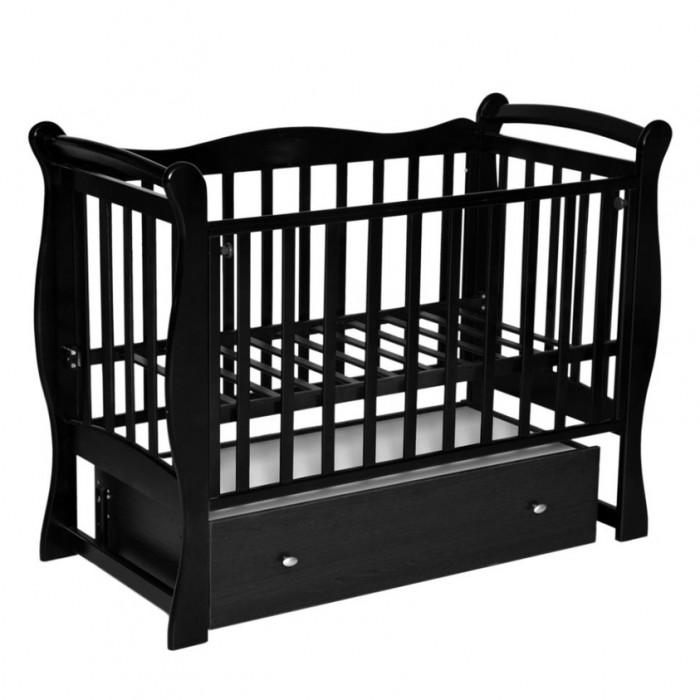 Детская кроватка Антел Северянка 1Северянка 1Детская кроватка Северянка 1 имеет поперечный маятник, производится из высококачественной натуральной древесины – массива березы, которая обладает высокой прочностью и эластичностью, так что мебель прослужит вам долго! Для окрашивания кроватки использовались исключительно экологичные лаки и краски, которые совершенно безопасны даже для деток с повышенной аллергической чувствительностью.  Мебель лишена острых углов и мелких деталей, которые несут риск травмирования ребенка.  Особенности: Маятниковый механизм поперечного качания с фиксатором Оборудована механизмом опускания передней стенки (автостенка) 2 уровня ложа Ящик закрытого типа на роликовых направляющих На верхних планках боковых ограждений защитные накладки из ПВХ, которые защитят кроватку от зубов малыша и вместе с тем предохранит от повреждения десны и зубки малютки. отличное качество обработки дерева и покраски  Размер матраса в кроватку: 120х60 см Внешние габариты (ДхШхВ): 125x78x100 см Габариты упаковки (ДхШхВ): 129x72x15 см  Все кровати комплектуются колесами в белом цвете<br>