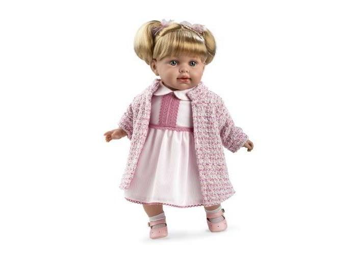 Arias Мягкая кукла Elegance с соской (звук) 42 смКуклы и одежда для кукол<br>Arias Мягкая кукла Elegance с соской (звук) 42 см  Качество этих кукол поражает. Каждая деталь проработана до мелочей. Эта кукла 42 см в платье, кофточке, носочках и сандалиях. На голове у куклы аккуратные хвостики. Личико куклы настолько милое, что хочется сразу прижать к себе. В качестве неотъемлемого аксессуара - соска. Малышка умеет озорно смеяться.