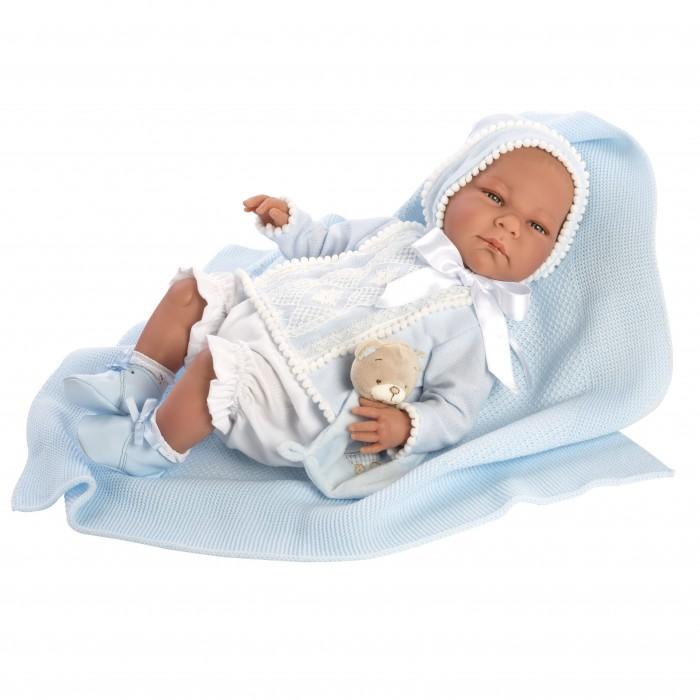 ASI Кукла Бельтран 46 смКуклы и одежда для кукол<br>ASI Кукла Бельтран 46 см  Если ваш ребенок хочет получить в подарок куклу, похожую на младенца-мальчика, рекомендуем Вам обратить внимание на Бельтрана.   Этот реборн выполнен ограниченным тиражом, имеет свидетельство о рождении и все необходимые атрибуты настоящего малыша.  Играть с такой куклой - сплошное удовольствие. Реборн сделан из винила, тело - мягконабивное. Вот почему куколка довольно легкая и способна принимать естественные положения, когда Вы ее держите на руках, укладываете или сажаете.  Одет мальчик в красивую голубую кофточку, декорированную кружевом и объемной тесьмой, с длинными рукавам, белые панталоны, памперс, чепчик, белые носочки и кожаные ботиночки. В комплект входит голубой плед и игрушка медвежонок.  Особенности: Бельтран выглядит совсем, как новорожденный малыш.  У него очень выразительные черты лица, прищуренные глазки, длинные пушистые реснички и пухлые губки.  У этого реборна очень трогательные складочки на ножках и ручках.  Рост, как у новорожденного, составляет 46 см. Упакован в красивую фирменную коробку.